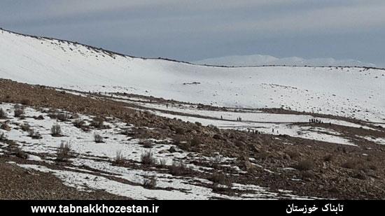 تصاویر/ برف بازی خوزستانی ها در منطقه مونگار