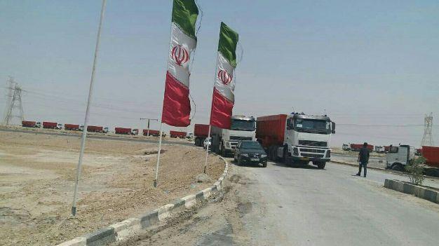 صف طولانی رانندگان کامیون ها در گرمای بالای50 درجه، در انتظار حمل بار از فولاد شادگان/ ع